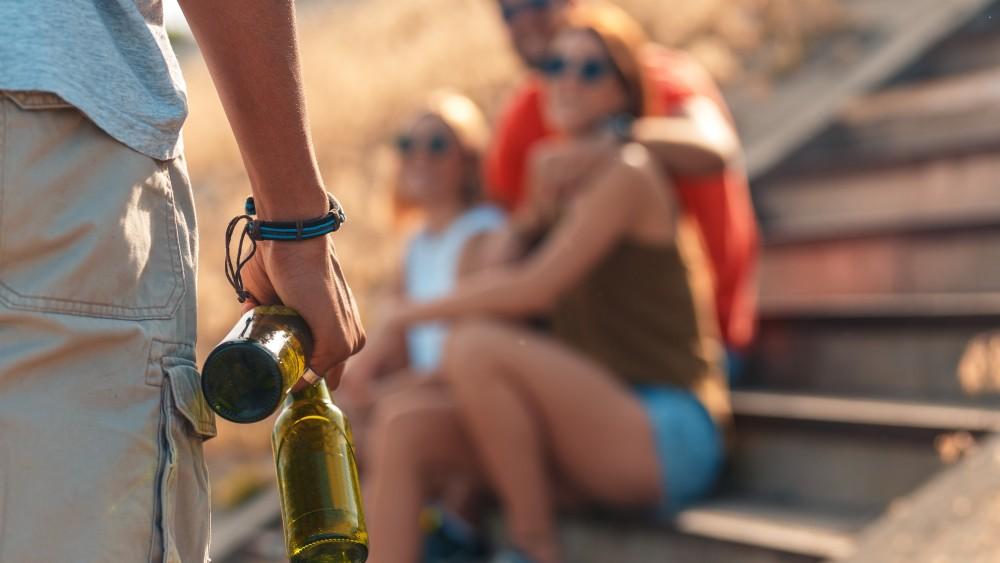 Alcoholverbod moet eind maken aan overlast van hangjongeren Loosdrechtse haven
