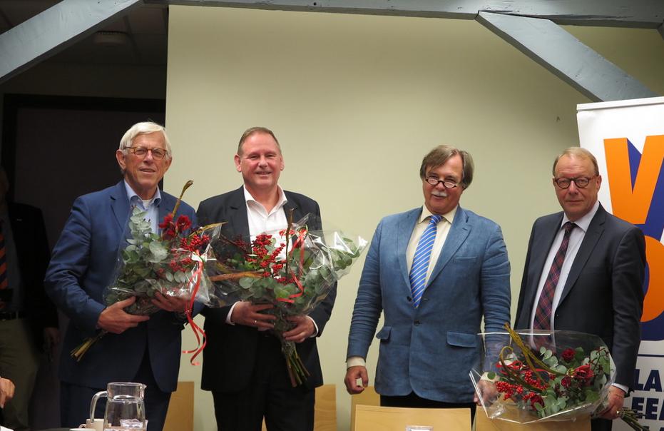VVD BEL vz Pieter Croockewit met vlnr Ton Stam, René Wiegel en Emil Schade